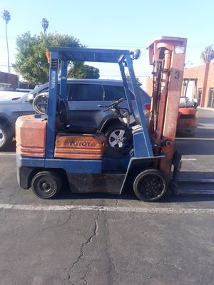 Forklift toyota 6000lbs 4y $3300 for Sale in Los Angeles, CA