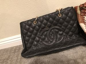 Channel , lucky Brand , Guess - purses for Sale in Compton, CA