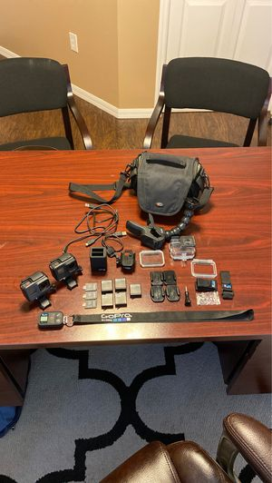 GoPro Hero 5 & Hero 7 with Accessories for Sale in Ruskin, FL