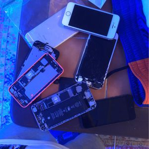 Lot of 6 BROKEN FOR PARTS iphones for Sale in Harrisburg, PA