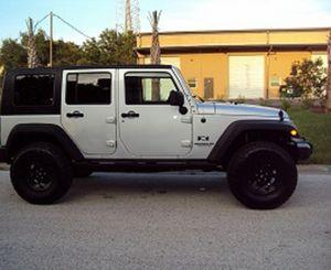 Price$18OO Jeep Wrangler 2OO7 for Sale in Glendale, AZ
