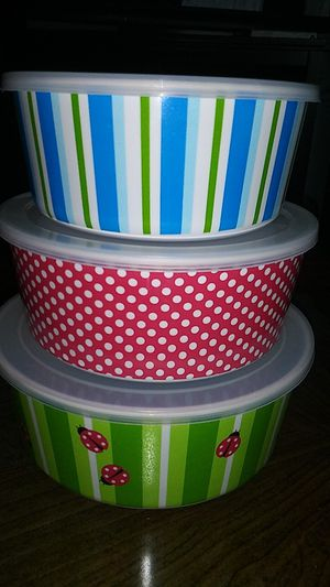 Set of cute plastic storage bowls/containers with plastic lids. Fun set! 3 sizes for Sale in Tacoma, WA