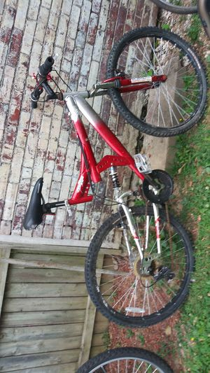 Men bike size 27 need fix break pomp Tire only $50 no less money pick up my home Derry street Harrisburg for Sale in Harrisburg, PA