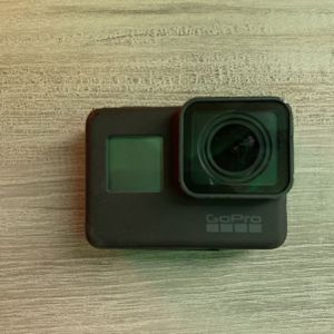 GoPro Hero 5 Black Come With GoPro Attachments for Sale in Maricopa, AZ