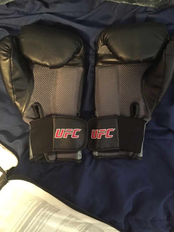 UFC 14 oz Boxing Gloves