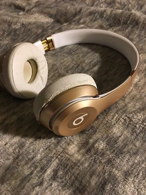Beats by Dre solo 3 wireless headphones (white) for Sale in Tacoma, WA