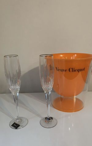 Champagne glass and bucket for Sale in Woodbridge, VA