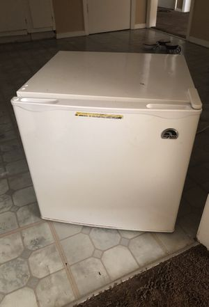 Igloo mini fridge best offer for Sale in Clinton, TN
