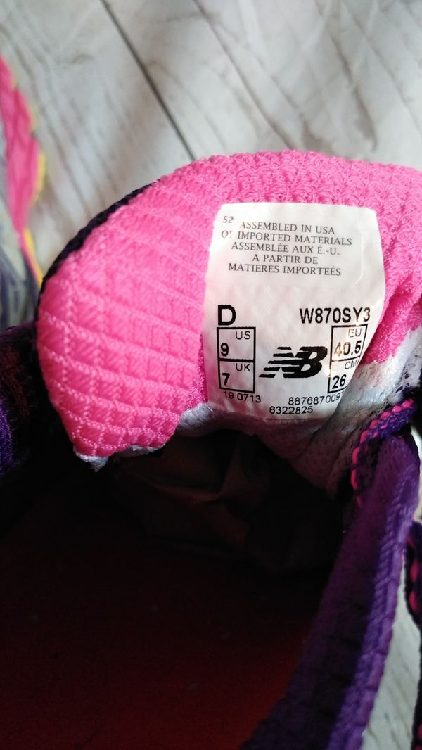 Beautiful New Balance Shoes , women's size 9 ( excellent condition )