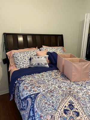 Brown Queen Bed Frame for Sale in Tampa, FL