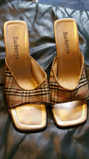 Burberry ladies shoe size 9 for Sale in Pittsburgh, PA