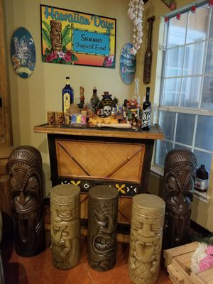 Hawaiian theme Bar and accessories for Sale in Lancaster, TX