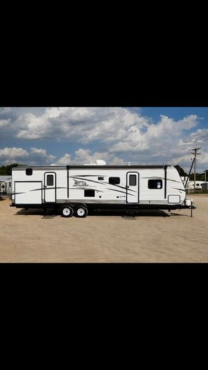 2018 324BDSW 35ft jayco flight 2 slides bunkhouse sleeps 10 for Sale in Portland, OR