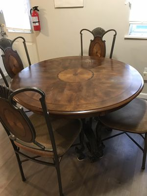 Dining room table and chairs for Sale in Monroe Township, NJ