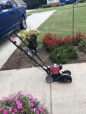 Gas edger lawn equipment no mixture edger for Sale in Stockbridge, GA