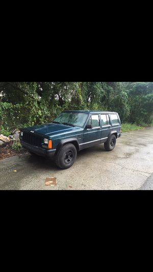 96 jeep cherokee 4x4 for parts for Sale in Orlando, FL