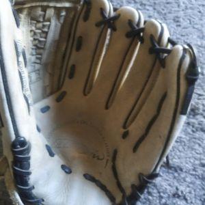 Baseball Glove for Sale in El Monte, CA