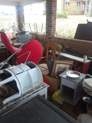 Lots of vintage furniture and decor !!!5$ or less!!AND LOTS!!!FREE!!!! for Sale in Midland, NC
