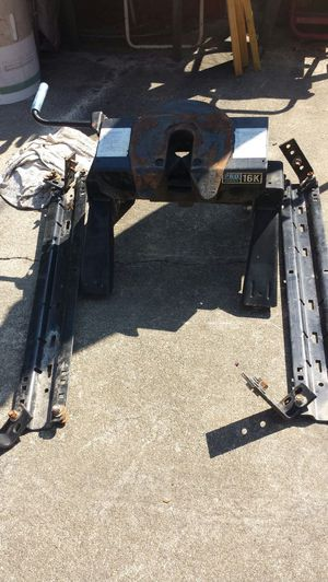 Fifth wheel hitch / trailer hitch for Sale in Chesapeake, VA