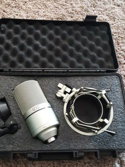 Mxl 990 Condenser Microphone With Case for Sale in Camas,  WA