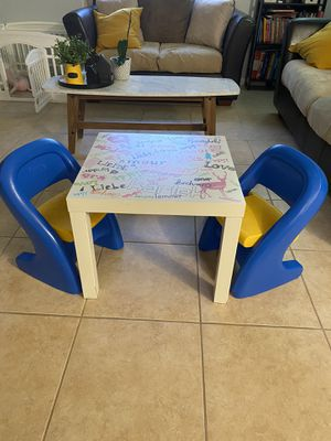 Kids table and chairs for Sale in Pompano Beach, FL