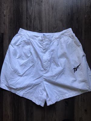 WHITE REEBOK SHORT MENS M for Sale in Los Angeles, CA