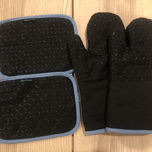Brand New Oven Gloves & Hot Pads for Sale in Fremont, CA