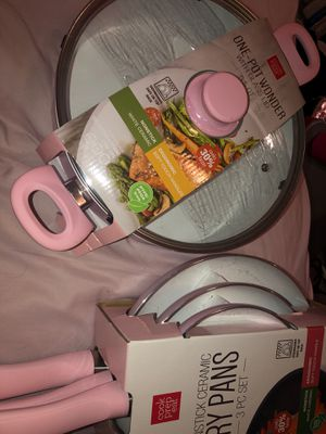 Baby pink kitchen pans and pot for Sale in Universal City, TX