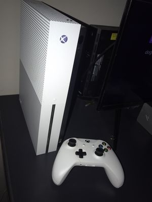 Xbox one s 500 gb -> 250 , excellent condition, i sell my xbox account with battlefield 1 games, farcry crimal, fifa 20, fifa 18, gta v, mortal komba for Sale in Charlotte, NC