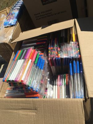 3 packs for a $1 new markers or $5 for 20 for Sale in Fresno, CA