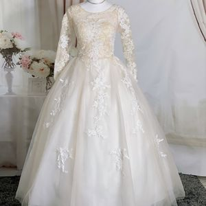Cream Long Sleeve Lace Wedding Dress/Quinceanera&Sweet 16 Dress for Sale in Fort Lauderdale, FL