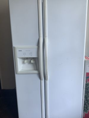Kenmore fridge for Sale in Bridgeport, OH