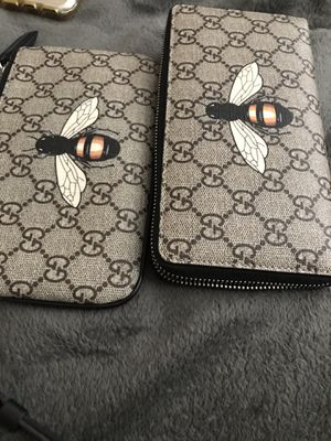 Gucci bee wallet & pouch ( best offer ) for Sale in Fort Washington, MD
