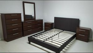 5 PC BEDROOM SET NEW IN BOX for Sale in Pompano Beach, FL