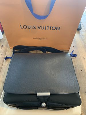 FS: 100% Authentic Louis Vuitton Taiga VIKTOR messenger bag for Sale in Irvine, CA