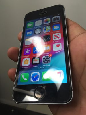 Iphone SE 16GB *ICLOUD UNLOCKED** WORKS WITH T-MOBILE, METRO PCS, CRICKET, AT&T, AND MEXICO. for Sale in Corona, CA