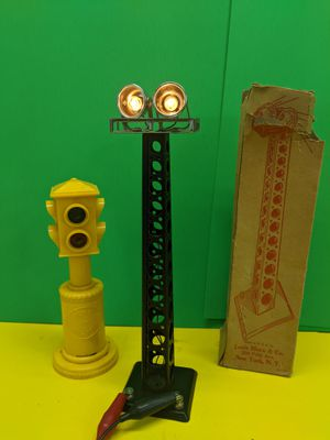 Marx Trains Twin Searchlight Tower No. 416 & Plastic Dept. of Traffic Light for Sale in Mount Prospect, IL