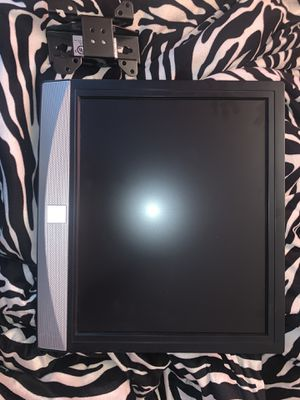 Small Flat screen w DVD for Sale in Roselle, IL