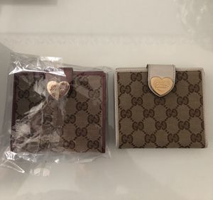 2 gucci wallets for Sale in Oakbrook Terrace, IL
