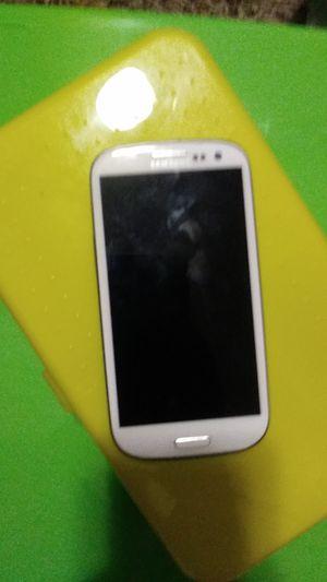 Broken SAMSUNG CEL PHONE for Sale in Renton, WA