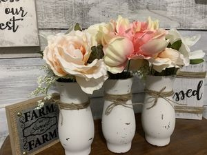 $$ CLEARANCE $$ (2) Rustic / farmhouse / vase with flowers for Sale in Deltona, FL