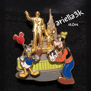 WDW - Donald & Goofy At The Partners Statue - Disney Pin. NEW for Sale in Kissimmee, FL