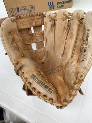 Baseball glove, very good condition, leather for Sale in Downey, CA