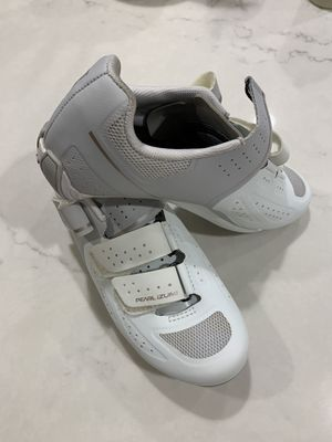 Pearl Izumi Cycling Shoes (Women) for Sale in Tempe, AZ