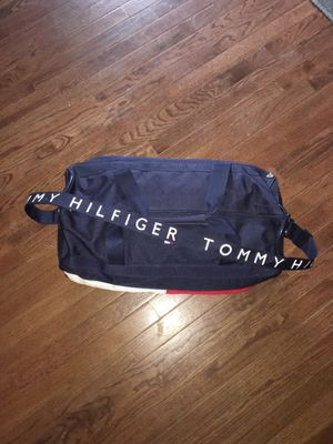 (RARE) VINTAGE TOMMY HILFIGER DUFFLE BAG for Sale in New Carrollton, MD