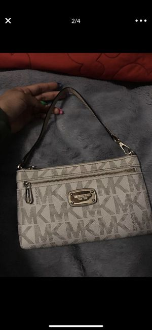Micheal kors wallet for Sale in Fontana, CA