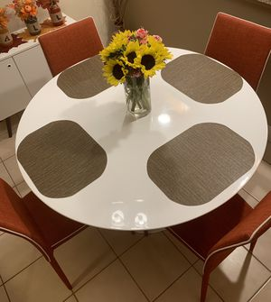 Kitchen table with 4 light weight chairs for Sale in Boca Raton, FL