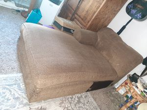 FREE LOUNGE ! for Sale in Tigard, OR
