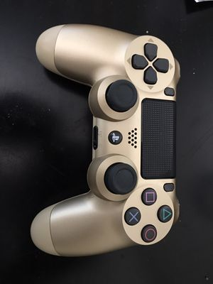 PS4 GOLD CONTROLLER PERFECT CONDITION 35$ for Sale in Chula Vista, CA
