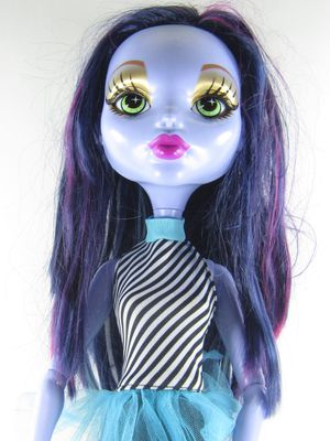 28 Inch Monster High Doll Voltageous Ghoul Freaky Friend Doll Changing Eyes for Sale in San Antonio, TX